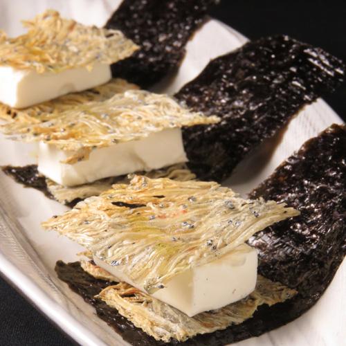 Dried sardine with cream cheese
